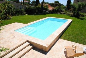 piscine coque semi enterree installee