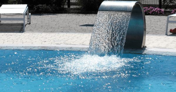 accessoire de piscine exemple la lame d'eau