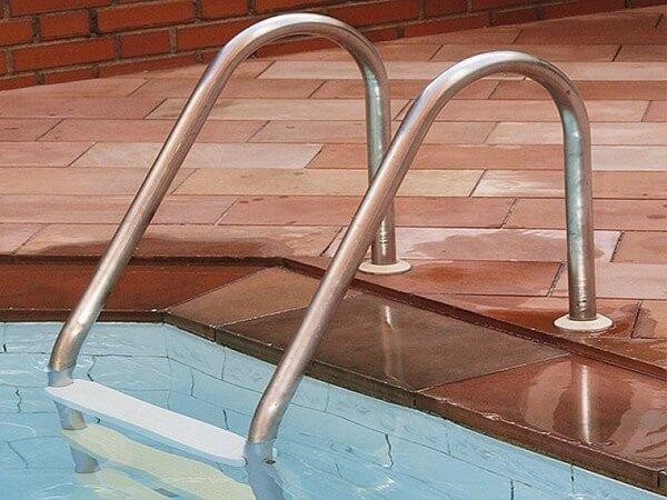 echelle de piscine