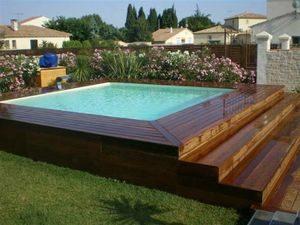 la piscine semi enterrée en composite