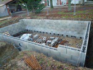 piscine enterrée blocs beton a bancher