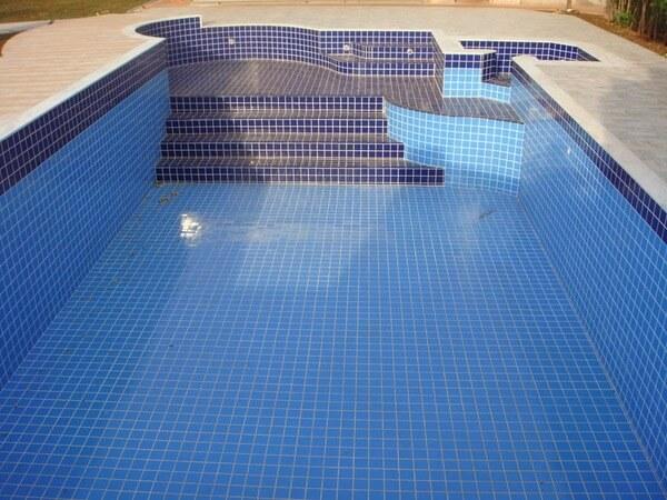 revetement ceramique piscine