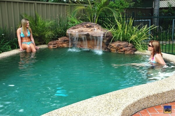 Devis cascade de piscine gratuit prix et guide pratique - Cascade d eau piscine ...